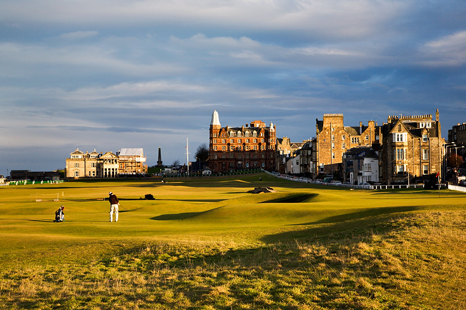 Golfer playing a putt on the Old Course 17th Hole, St Andrews